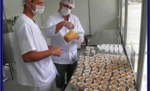 Mini Laticínio Rica Nata é atração na ExpoMariana 2012