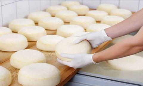 Productores venezuelanos de queso elevan sus costos por aumento del dólar